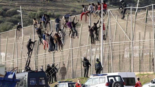 المغرب يمنع دخول 300 مهاجر من بلدان إفريقيا إلى سبتة