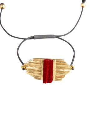 Χειροποίητο βραχιόλι από ορείχαλκο. Λαμπερό όμορφο βραχιόλι δεμένο με φανταστική κόκκινη επεξεργασμένη πέτρα. Το κορδόνι ρυθμίζεται σε όλα τα μεγέθη. Όλα τα κοσμήματα Agapi concept μένουν αναλλοίωτα αφού έχουν εμβαπτιστεί σε ειδικά βερνίκια. Αναδείξτε το στυλ σας με τα πιο fashionable κοσμήματα.