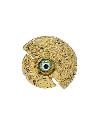 Χειροποίητο δαχτυλίδι από ορείχαλκο. Εκπληκτικό δαχτυλίδι σε εικαστικό σχεδιασμό με ματάκι στο κέντρο του σύμβολο δύναμης, καλοτυχίας και προστασίας. Ρυθμιζόμενη γάμπα για όλα τα μεγέθη. Όλα τα κοσμήματα Agapi concept μένουν αναλλοίωτα αφού έχουν εμβαπτιστεί σε ειδικά βερνίκια. Τα δαχτυλίδια είναι από τα πολύ αγαπημένα κοσμήματα για τις γυναίκες, αφού έχουν το πλεονέκτημα να είναι ορατά ανά πάσα στιγμή και να στολίζουν όμορφα τα χέρια. Επιλέξτε αυτό που ταιριάζει καλύτερα στην προσωπικότητα σας και απογειώστε όλα σας τα outfit.