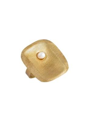 Χειροποίητο δαχτυλίδι από ορείχαλκοMinimal φανταστικό δαχτυλίδι με μαργαριτάρι γλυκού νερού, στολίδι για τα χέρια σας. Όλα τα κοσμήματα Agapi concept μένουν αναλλοίωτα αφού έχουν εμβαπτιστεί σε ειδικά βερνίκια. Ρυθμιζόμενη γάμπα για όλα τα μεγέθη. Τα δαχτυλίδια είναι από τα πολύ αγαπημένα κοσμήματα για τις γυναίκες, αφού έχουν το πλεονέκτημα να είναι ορατά ανά πάσα στιγμή και να στολίζουν όμορφα τα χέρια. Επιλέξτε αυτό που ταιριάζει καλύτερα στην προσωπικότητα σας και απογειώστε όλα σας τα outfit.