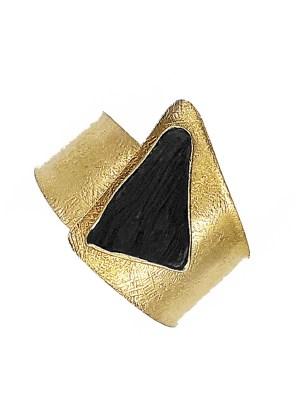 Χειροποίητο βραχιόλι από ορείχαλκο. Απίθανο βραχιόλι μανσέτα δεμένο με ανάγλυφη μαύρη επεξεργασμένη πέτρα. Προσαρμόζεται σε όλα τα μεγέθη. Όλα τα κοσμήματα Agapi concept μένουν αναλλοίωτα αφού έχουν εμβαπτιστεί σε ειδικά βερνίκια. Αναδείξτε το στυλ σας με τα πιο fashionable κοσμήματα προσιτής πολυτέλειας. Μοναδικές δημιουργίες για statement εμφανίσεις.