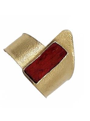 Χειροποίητο βραχιόλι από ορείχαλκο. Φανταστικό βραχιόλι μανσέτα δεμένο με φωτεινή κόκκινη επεξεργασμένη πέτρα. Προσαρμόζεται σε όλα τα μεγέθη. Όλα τα κοσμήματα Agapi concept μένουν αναλλοίωτα αφού έχουν εμβαπτιστεί σε ειδικά βερνίκια. Αναδείξτε το στυλ σας με τα πιο fashionable κοσμήματα προσιτής πολυτέλειας. Μοναδικές δημιουργίες για statement εμφανίσεις.