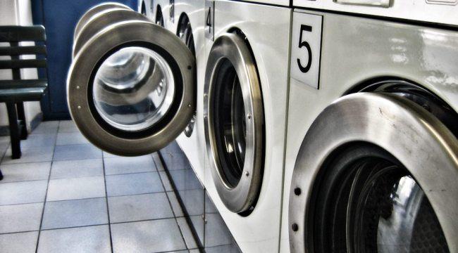 en el laundromat, controla el reguero