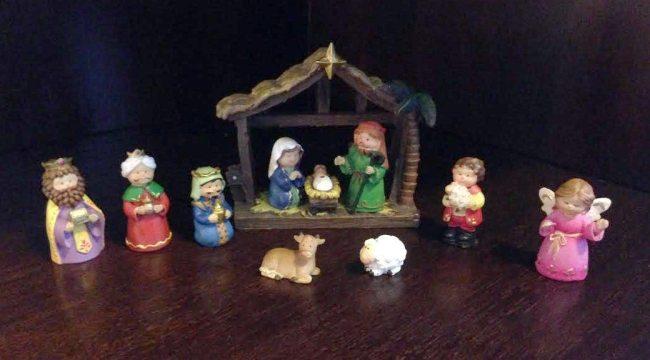 Dia de Reyes figuras pesebre de casa