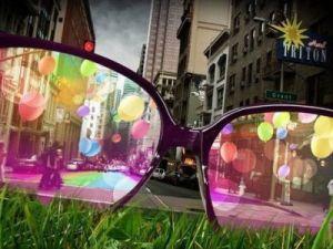отношения между людьми и взгляд на мир сквозь розовые очки