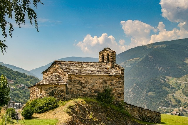 Andorra con la maleta viajera