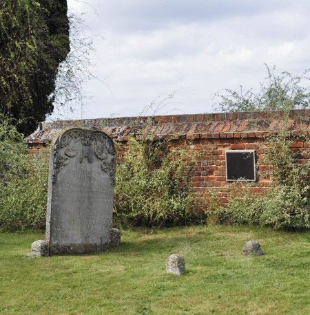 Grob Agate Kristi