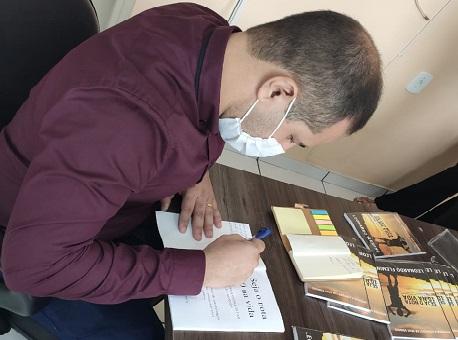 12-09-20-sargento-pmac-lança-livro