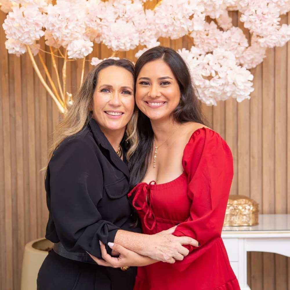 Karla com sua nora Sergiane Costa