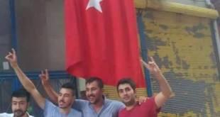Polis destekli faşist çeteler dün saat 15.00'te Elbistan Demokratik Bölgeler Partisi'nin (DBP) önünde toplandılar. Polis destekli faşist çeteler dün saat 15.00'te Elbistan Demokratik Bölgeler Partisi'nin (DBP) önünde toplandılar.
