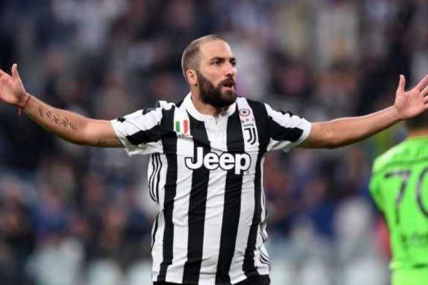 Juventus Tawarkan Tukar Tambah Higuain Dengan Icardi