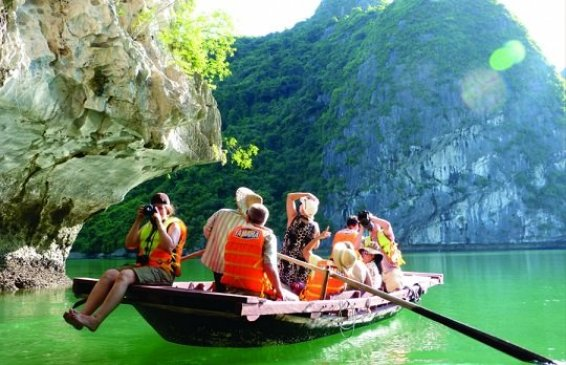 Balade en baie Halong avec Guide francophone Halong