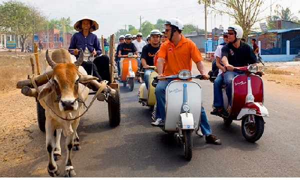 Voyage vietnam à moto agence locale francophone Hanoi Saigon