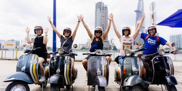 Circuit visite des tunnels de Cu Chi et Saigon en vespa