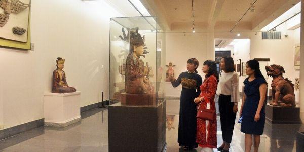 Visite du musée des beaux-arts du Vietnam à Hanoi