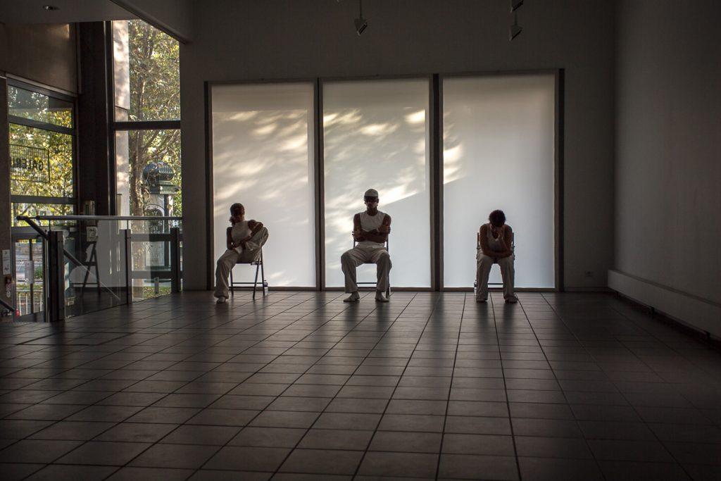 3 artistes danceurs à la cité internationale des arts, paris par Nathalie Tiennot