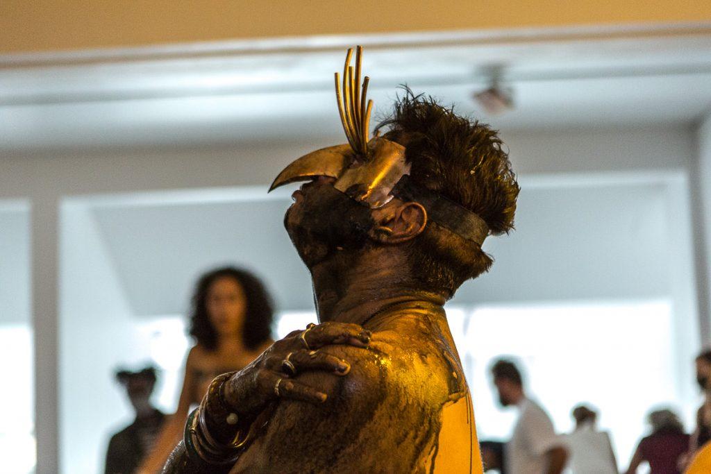 Amin Gulgee et son masque Reportage photo event à Paris © Nathalie Tiennot/Agence Denatt