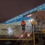 El avión de Aerolíneas Argentinas emprendió el regreso al país con el primer lote de la vacuna rusa y llega este jueves a la mañana