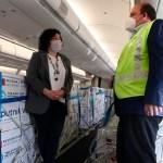 La ministra Vizotti recibió al vuelo AR1069 de Aerolíneas Argentinas que trajo al país 497.745 dosis de Vacuna Sputnik V