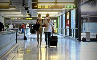 Siguen restricciones de España a viajeros de Colombia, Perú y Brasil