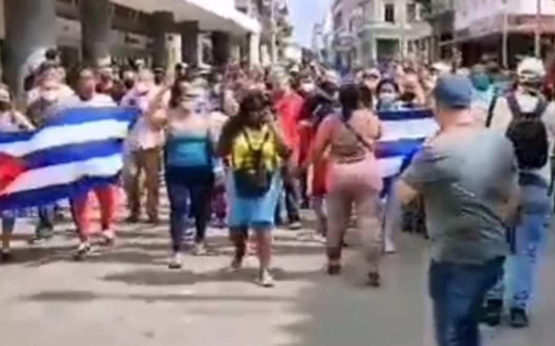 Al grito de libertad manifestantes se toman las calles de Cuba