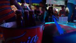 Imagen captada en Febrero de 2015 en un conocido bar de la Feria de Iguala, donde Jorge Popoca da de beber bebidas embriagantes a dos menores de edad, entre éstas su mujer que estaba embarazada y tenía 15 años de edad.