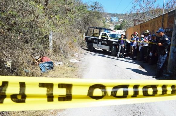 """Aspecto de una de las víctimas tiradas en la """"avenida de la muerte"""". (Fotografía: Archivo API)"""