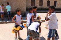 Wizard Guanambi entrega presentes para crianças