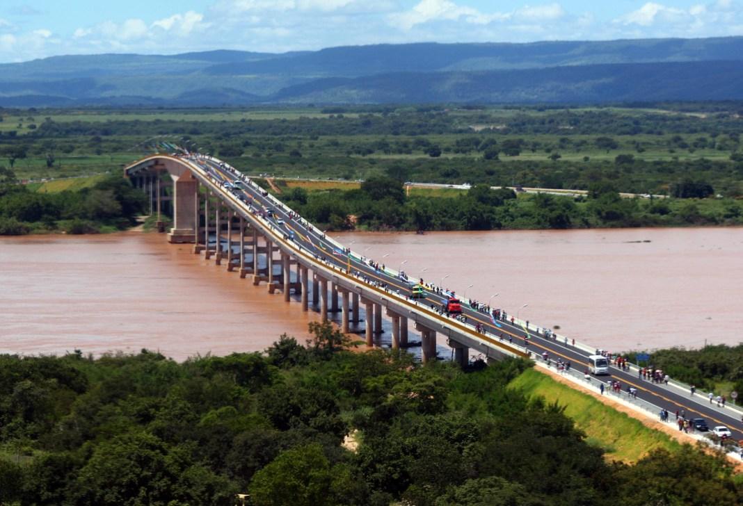 Ponte_entre_os_municípios_de_Carinhanha_e_Malhada_(2010)