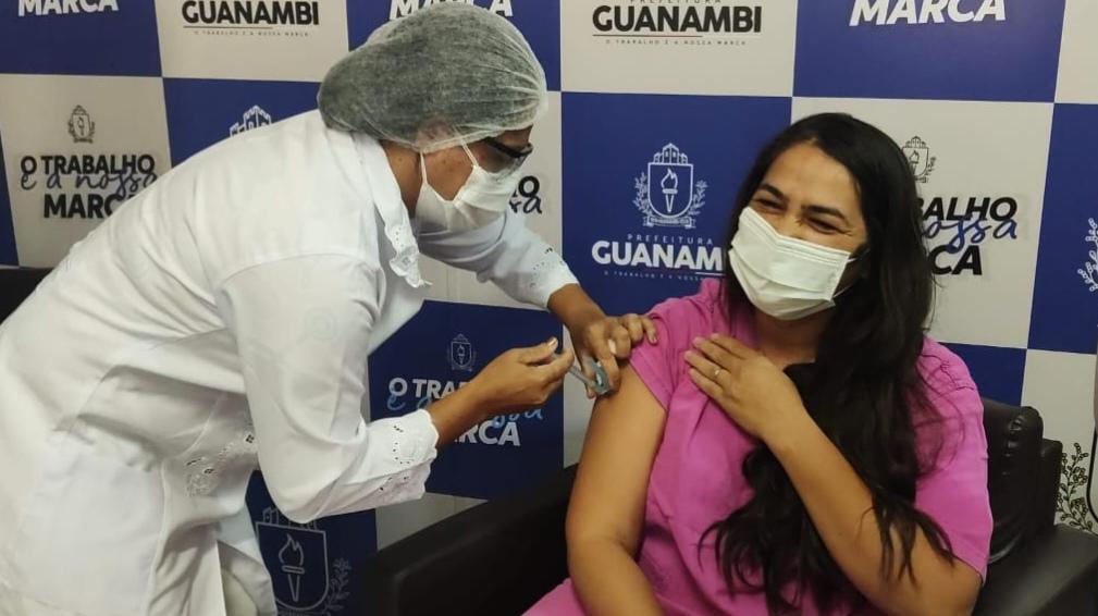 Primeira vacina aplicada em Guanambi