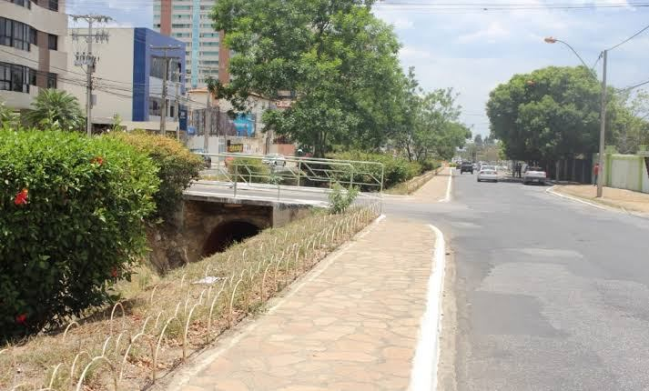 Canal da Avenida Olívia Flores