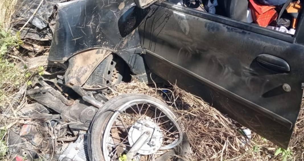 Acidente entre carro e moto deixou um homem morto na BR-122 em Urandi