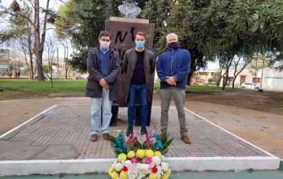 El Municipio realizó ofrenda floral a Mariano Moreno
