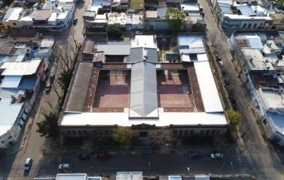 Continúa el recambio de techos en la Escuela Primaria 1