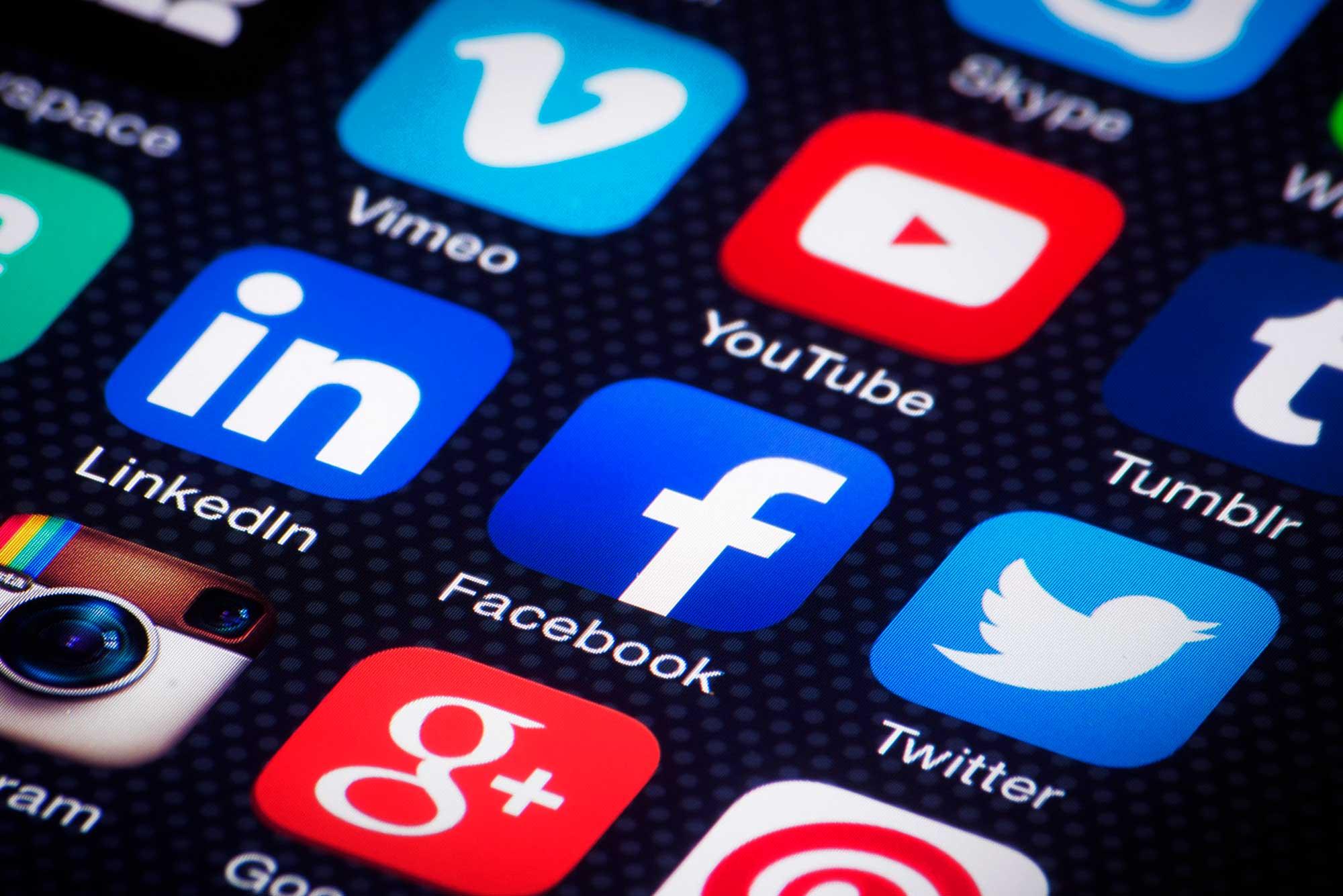 Agencia Sidecar redes-sociales-movil-agencia-sidecar Redes Sociales