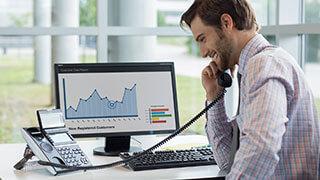 Imagen ejecutivo que solicita gestion redes sociales para su empresa