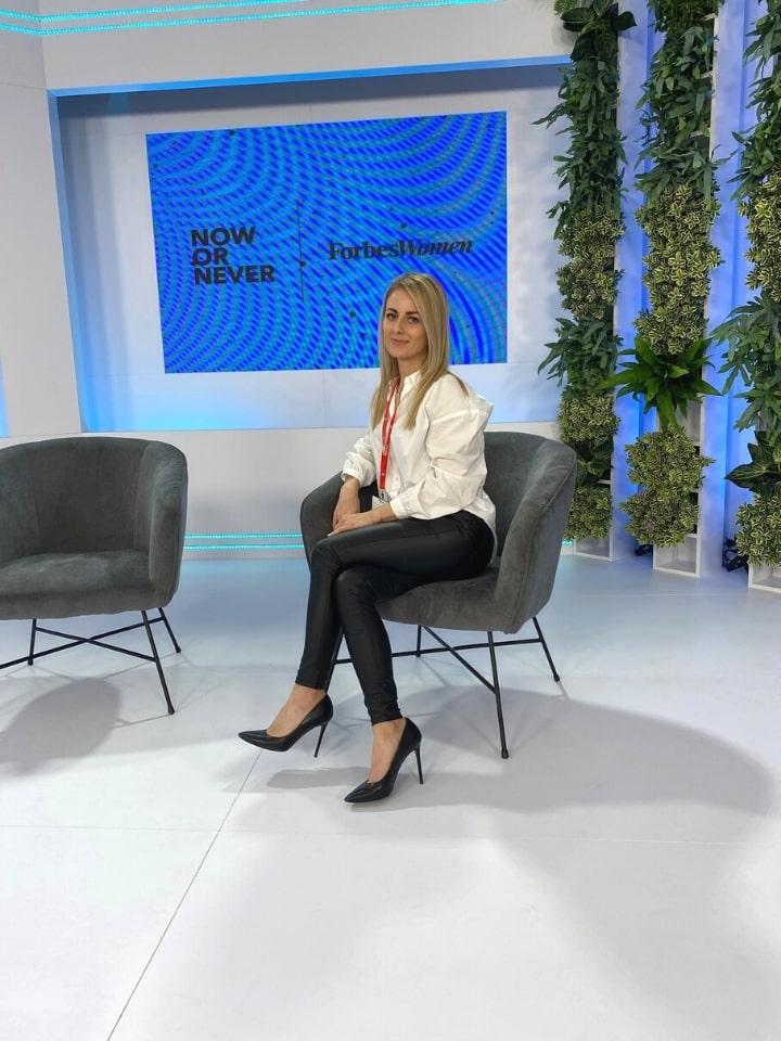 hostessa na forum ekonomiczne