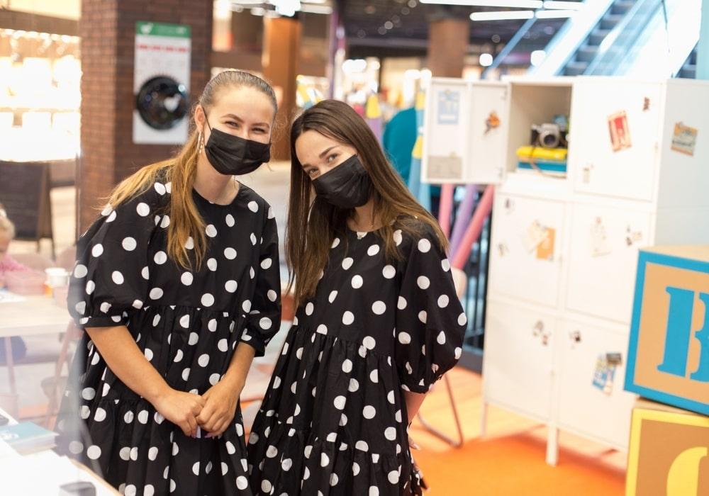 hostessy na akcji prosprzedażowej na back to school