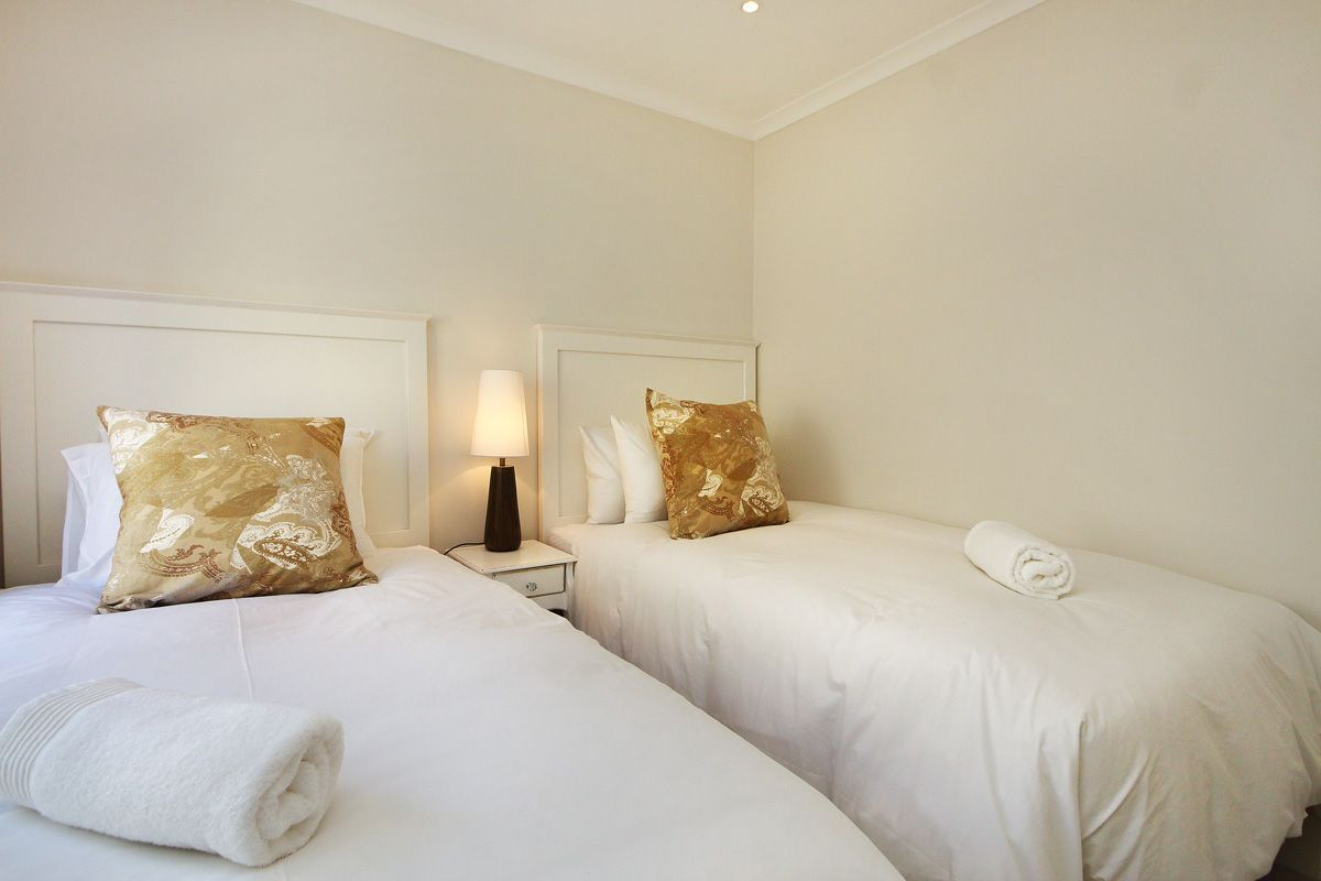 Designer Luxury Three Bedroom Apartment Muizenberg