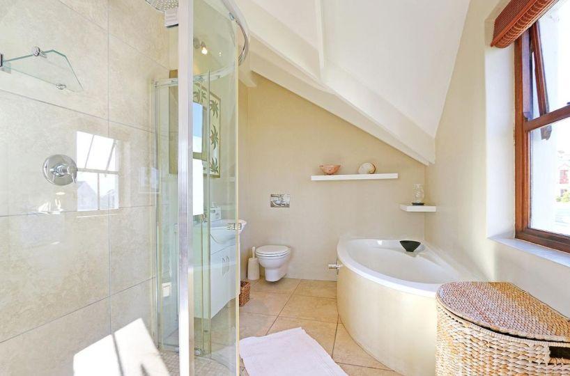 Large 4 Bedroom Holiday Accommodation Kommetjie