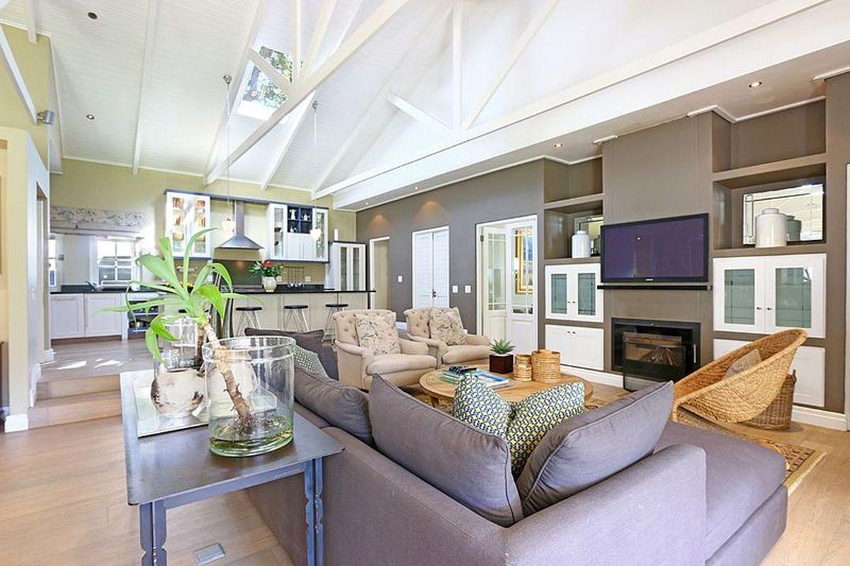 Luxury Four Bedroom Self Catering Villa Constantia