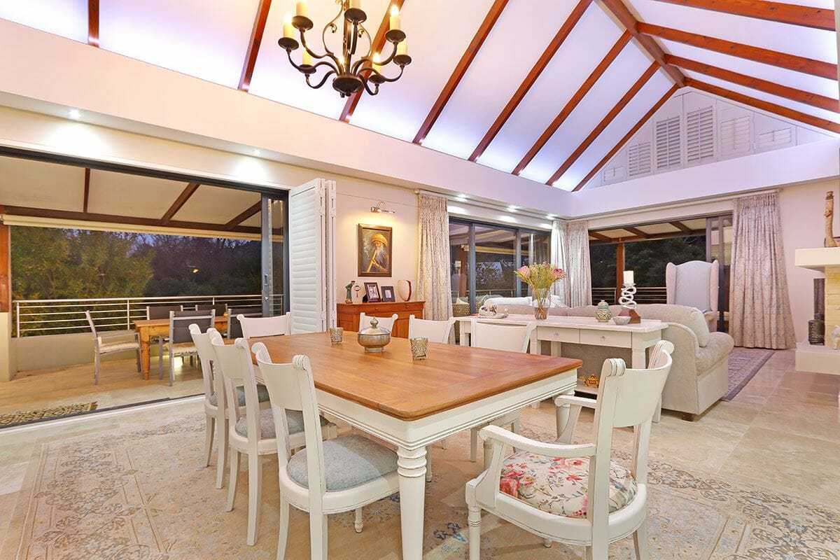 Spacious Three Bedroom Self Catering Holiday Villa Constantia