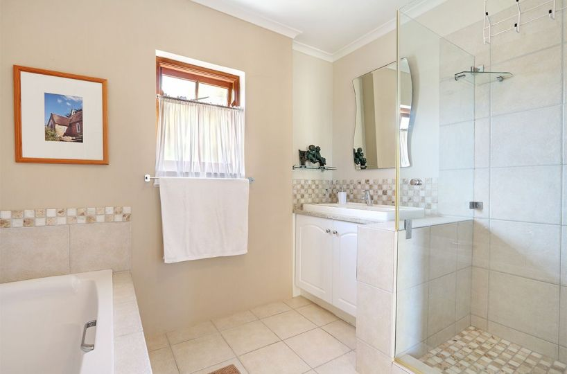 Secure Estate NoordHoek Two Bedroom Holiday Home