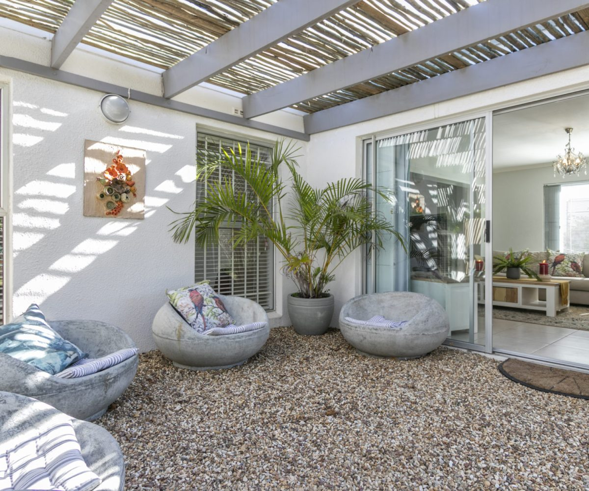 Outside lounge 2 Bedroom Marina Da Gama Self Catering Accommodation In Muizenberg - Heron Cottage