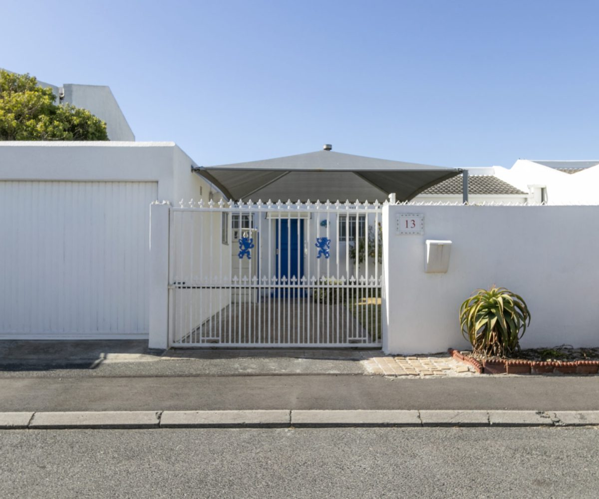 Entrance 2 Bedroom Marina Da Gama Self Catering Accommodation In Muizenberg - Heron Cottage