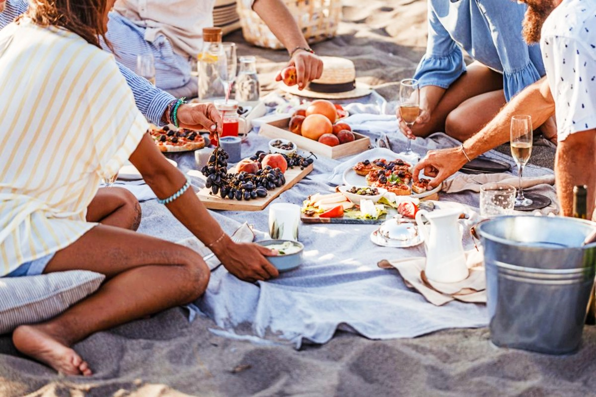 Things-To-Do-in-Cape-Town-On-Your-Birthday picnic