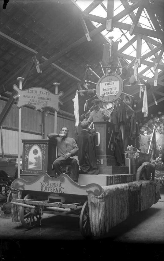 Carnaval de 1907 - carro -a salvação dos estudantes - caixa de descrédito popular arranja-te como puderes