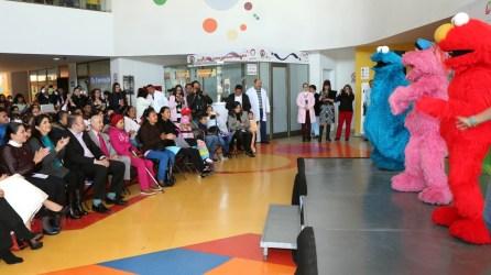 show-de-plaza-sesamo-se-presento-en-el-hospital-del-nino-dif5