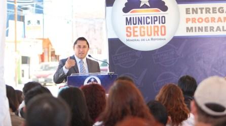 Raúl Camacho continúa recorriendo colonias de Mineral de la Reforma 5