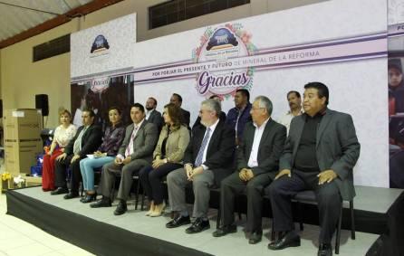 Alcalde de Mineral de la Reforma celebra a los maestros1
